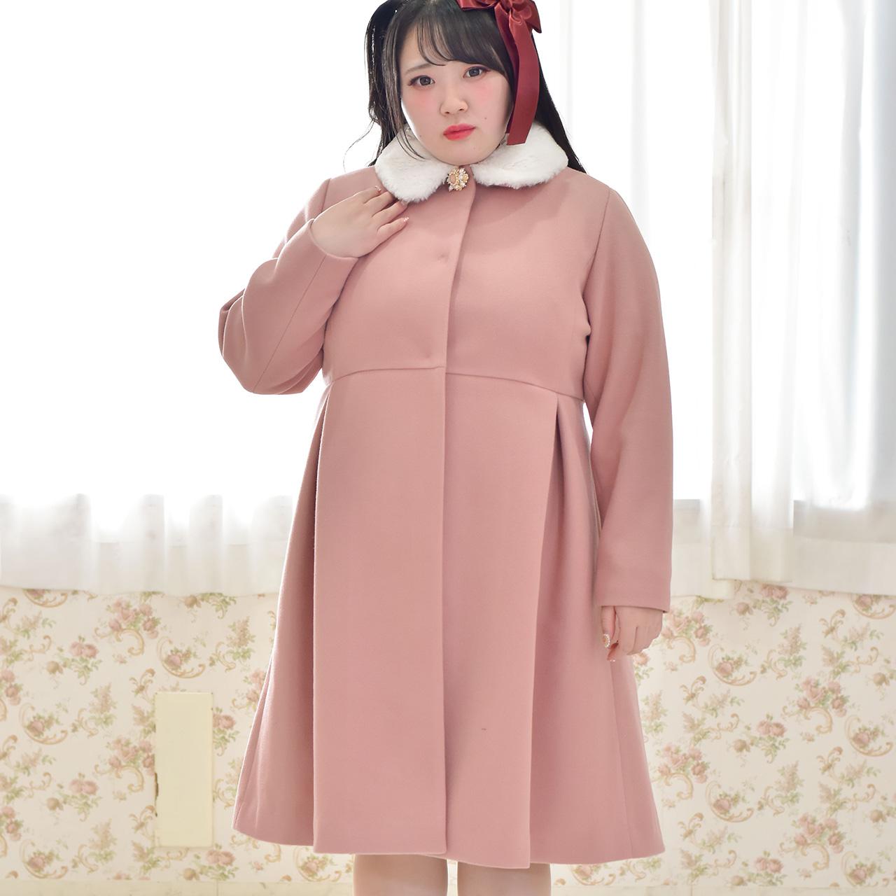 ファー衿ブローチコートの写真