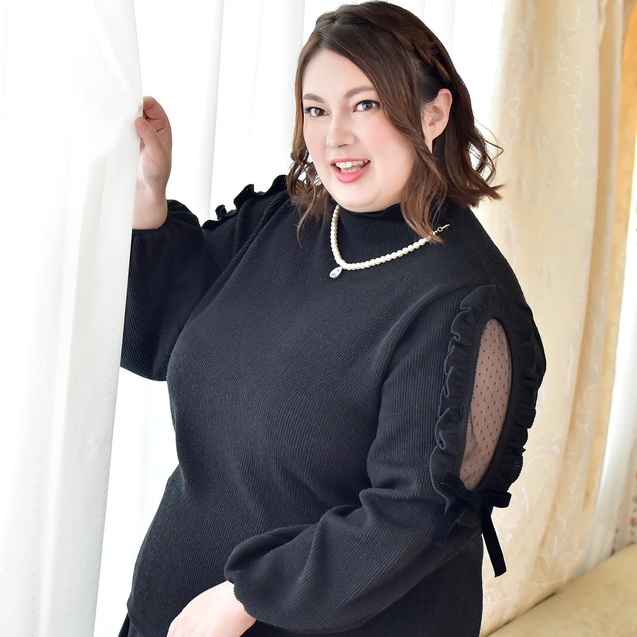 ビジューパールネックレス付き袖開きニットの写真