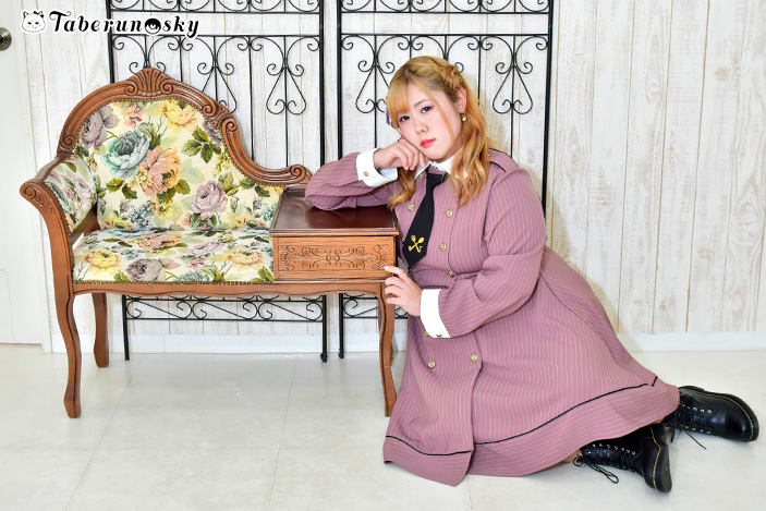 食好坂8989(パクパク)軍服ワンピースを着用する多田えりさんの画像